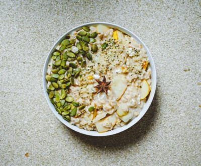 Oatmeal with pear and pumpkin seeds